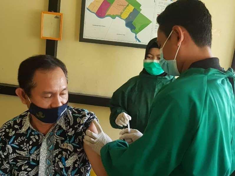 Vaksinasi Covid Pelayanan Publik Kecamatan Rasau Jaya
