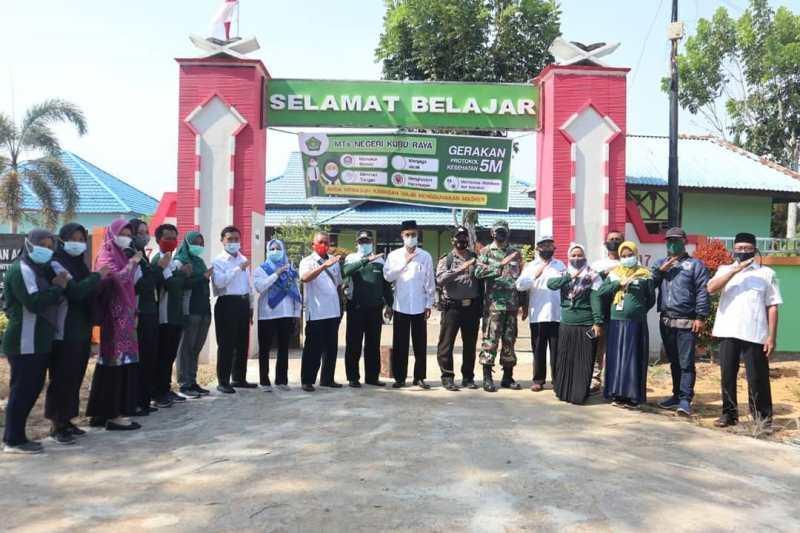 Memonitor Kegiatan Pembelajaran Tatap Muka Dimasa Pandemi, Rasau Jaya